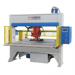 Automatic moving type punching machine
